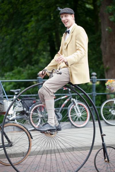 Bijzondere fiets act en opvallende verschijning